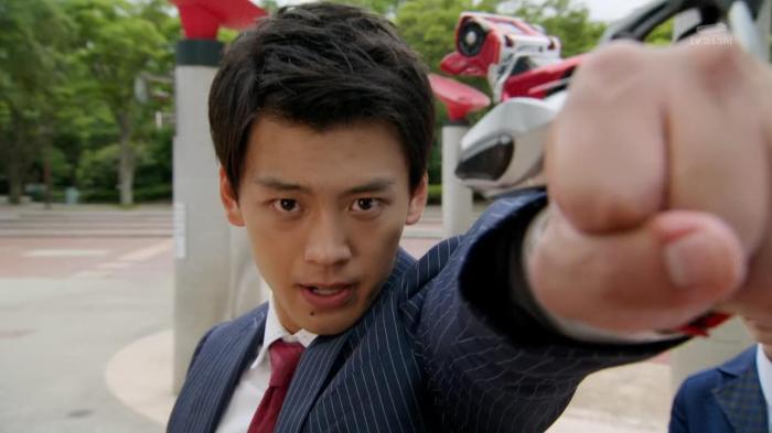 [Over-Time] Kamen Rider Drive - 01 [26657870].mkv_snapshot_16.46_[2014.10.08_22.56.24]