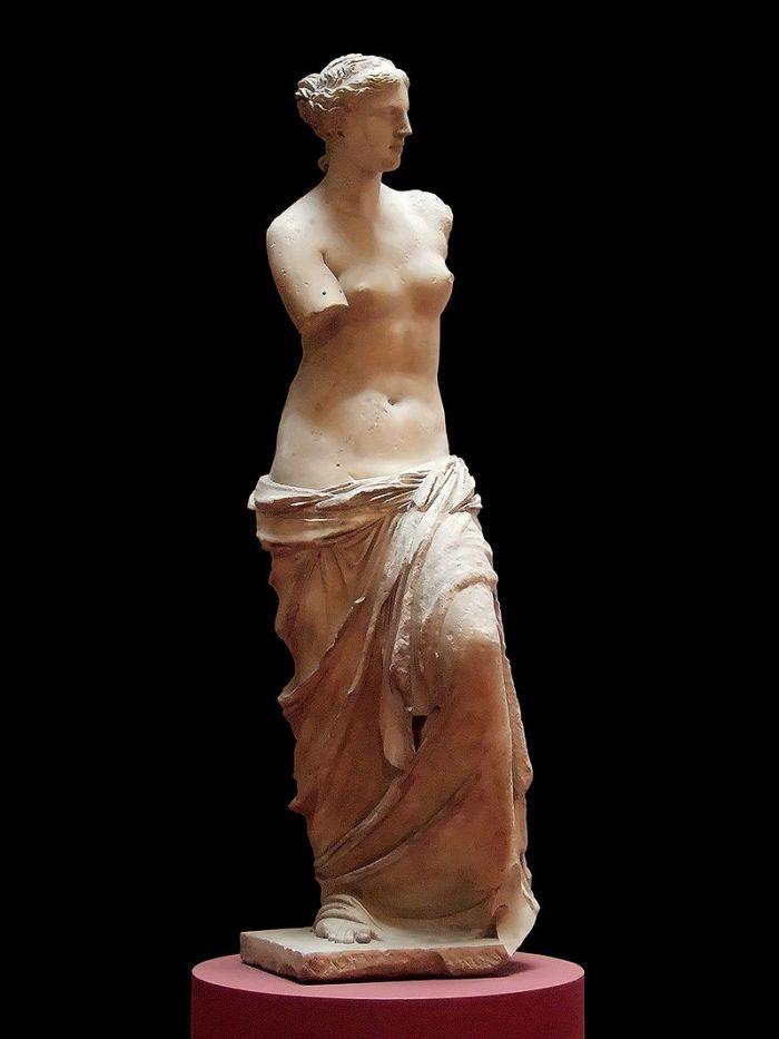 800px-Aphrodite_of_Milos