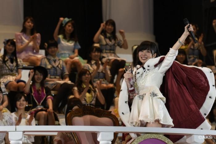 Rino Sashihara winning the 2015 Senbatsu.