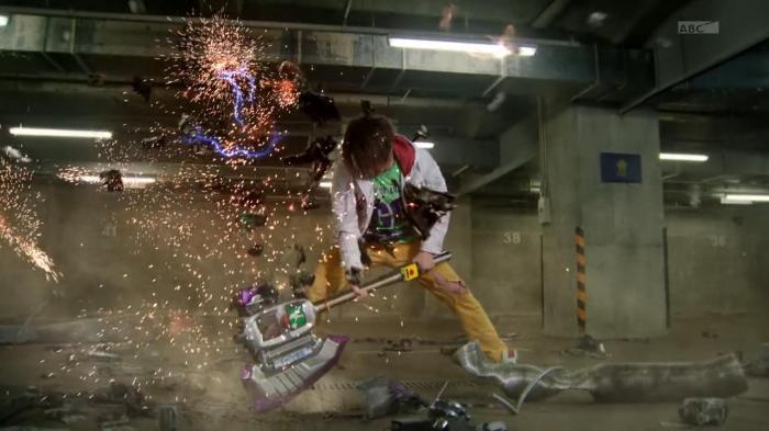 [Over-Time] Kamen Rider Drive - 46 [B417BB71].mkv_snapshot_16.11_[2015.09.18_21.43.12]
